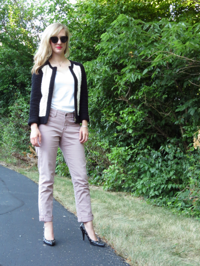 studded pumps, black and white boucle jacket, pink jeans, wavy hair, Oasap sunglasses, Clinique chubby stick intense