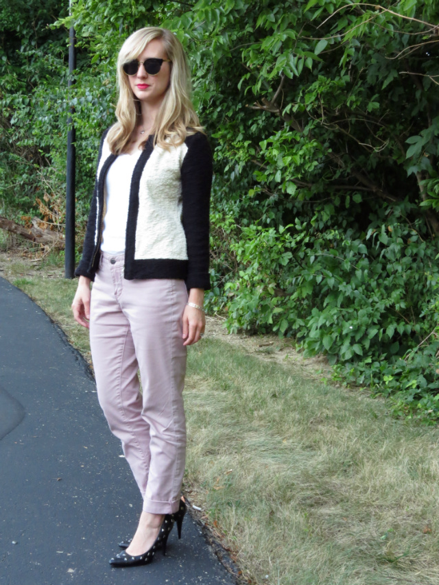 black and white boucle jacket, pink jeans, wavy hair, Oasap sunglasses, Clinique chubby stick intense