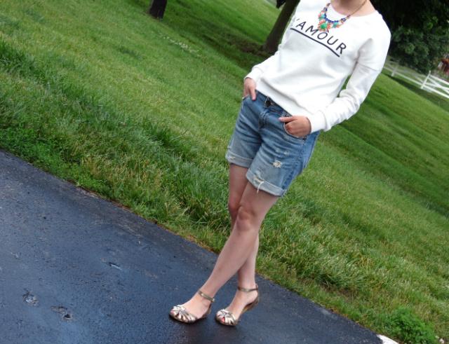 l'amour sweatshirt, kut from the kloth distressed jean shorts, steve madden metallic sandals