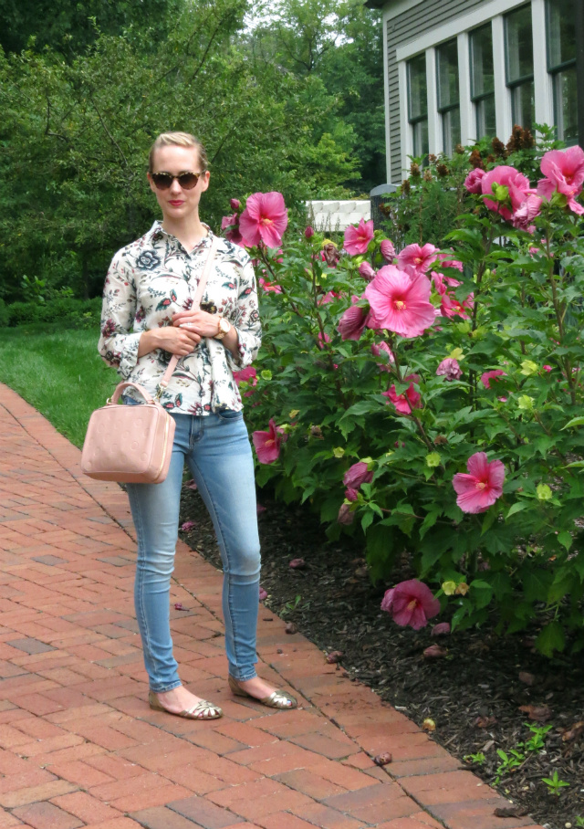 wallpaper floral, american eagle jeggings, blush crossbody bag, rose gold watch, mint nails, gold sandals