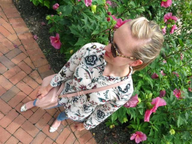 wallpaper floral, american eagle jeggings, blush crossbody bag, rose gold watch, mint nails, gold sandals